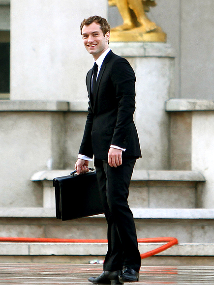 STANDING STILL photo   Jude Law