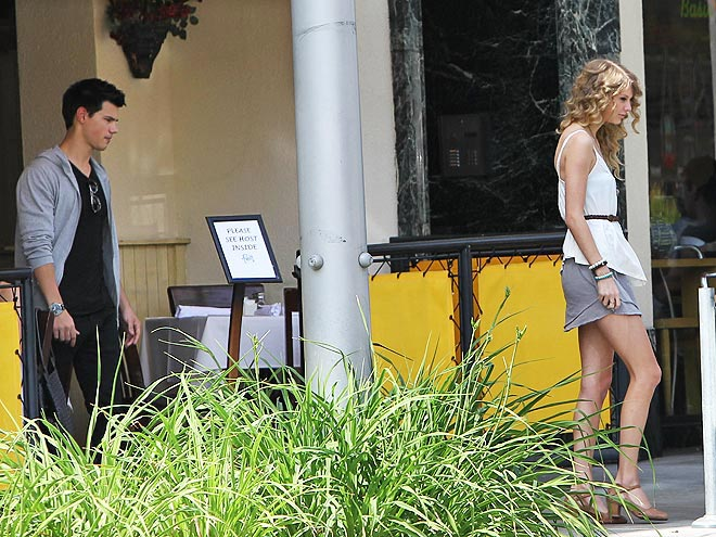 STICKING TOGETHER? photo | Taylor Lautner, Taylor Swift