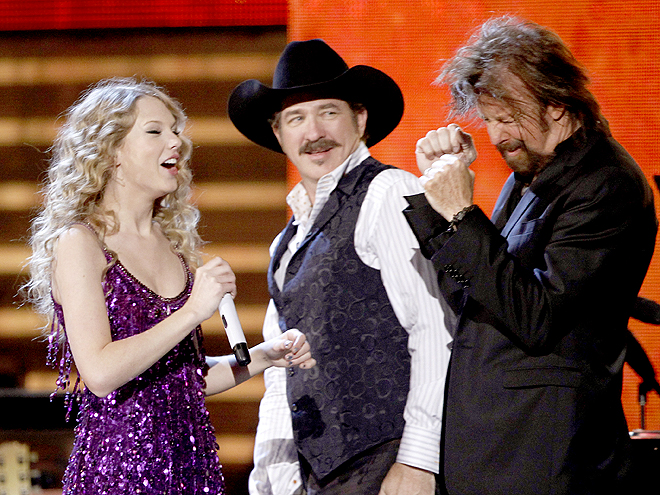 COUNTRY CUT-UP photo | Kix Brooks, Ronnie Dunn, Taylor Swift