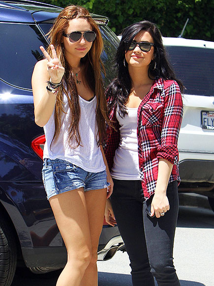 SPREADING PEACE photo | Demi Lovato, Miley Cyrus