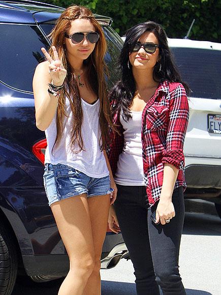 SPREADING PEACE photo | Demi Lovato, Miley Cyrus
