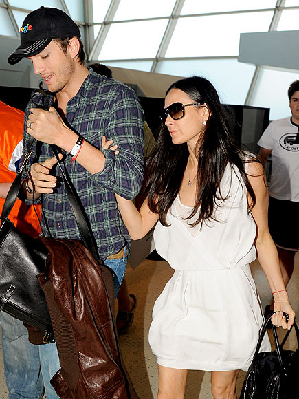 TRAVEL BUDDY photo | Ashton Kutcher, Demi Moore