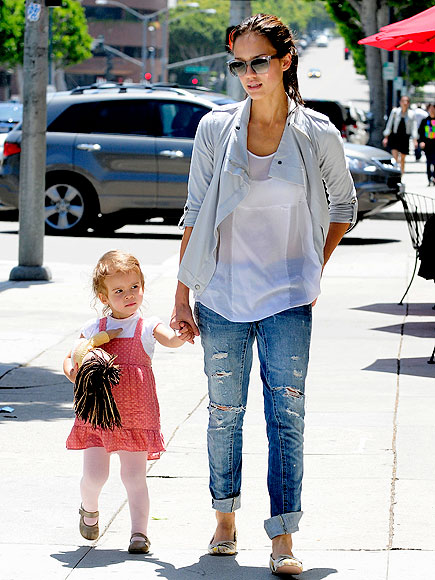 SWEET STROLL photo | Jessica Alba