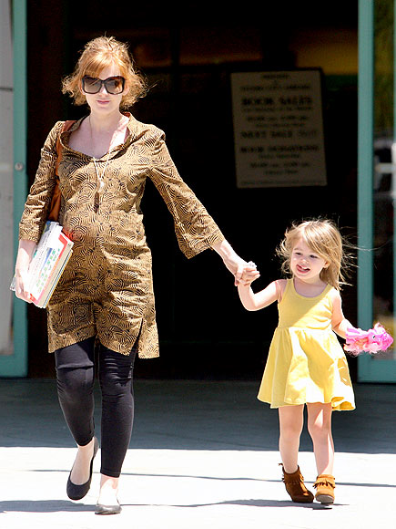 BABY ON BOARD photo | Isla Fisher