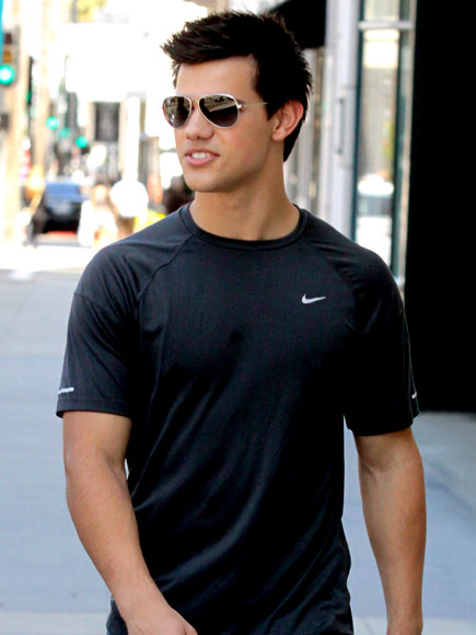 FLAUNT IT! photo | Taylor Lautner