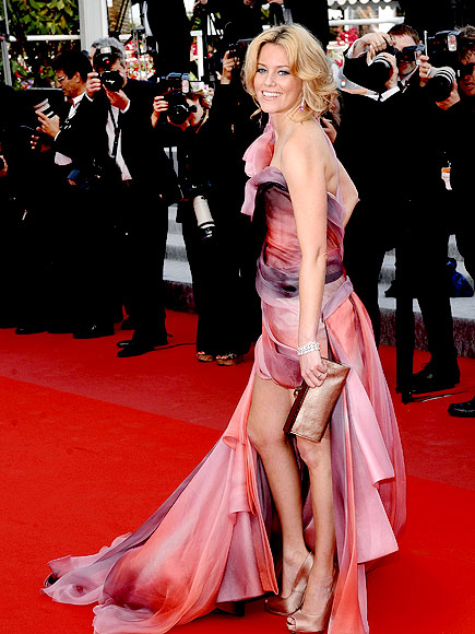 PRETTY IN PINK  photo | Elizabeth Banks