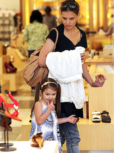 BREAKFAST AT BARNEYS  photo | Katie Holmes, Suri Cruise
