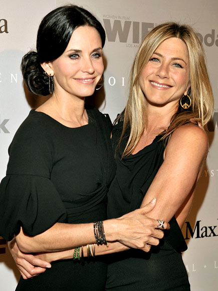 ARM IN ARM  photo | Courteney Cox, Jennifer Aniston