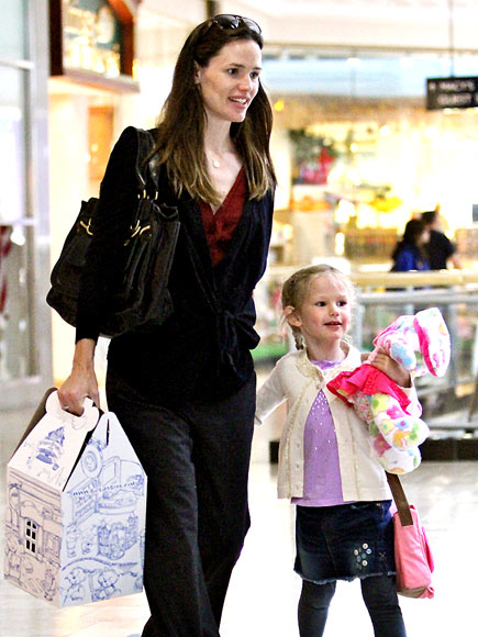 GOODIES TO GO photo | Jennifer Garner