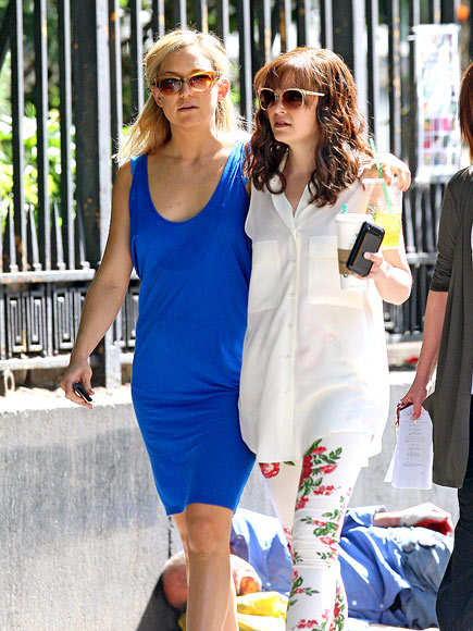SUNNY STROLL photo | Ginnifer Goodwin, Kate Hudson