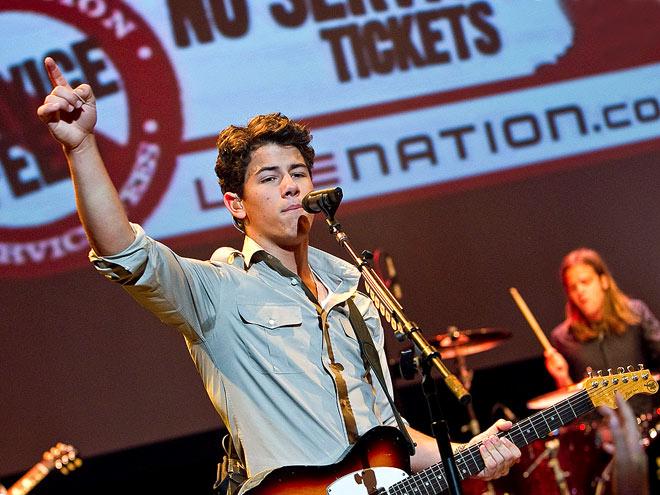 SHOWSTOPPER photo   Nick Jonas