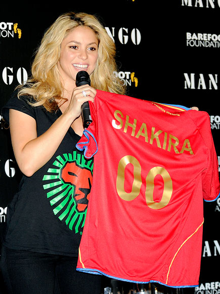 PLAY BALL photo | Shakira