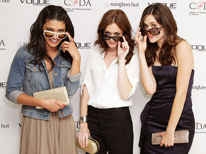 FREEZE FRAME! photo | Alexis Bledel, Emmy Rossum, Jessica Szohr