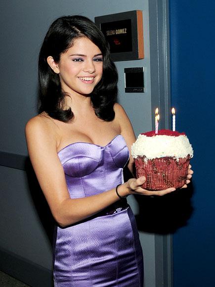 WHAT A TREAT! photo | Selena Gomez