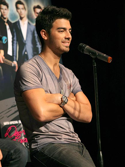 IN THE &#39;HOUSE&#39; photo | Joe Jonas