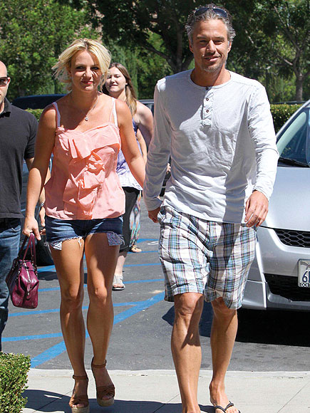 SUNDAY SHOPPERS photo | Britney Spears