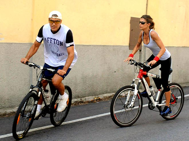 PEDAL PUSHERS photo | Elisabetta Canalis, George Clooney