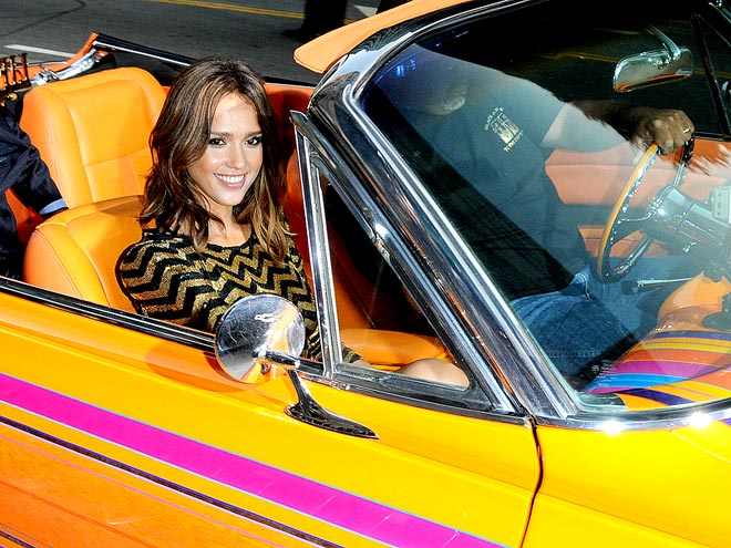 VROOM SERVICE photo | Jessica Alba