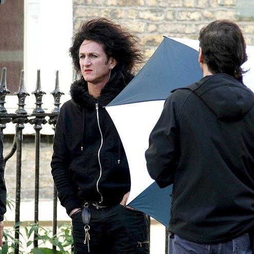 WIGGING OUT photo | Sean Penn