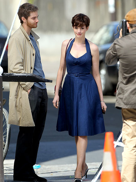 GETTING WIGGY photo | Anne Hathaway