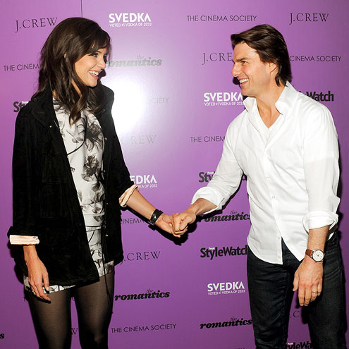 HAND IN HAND photo | Katie Holmes, Tom Cruise