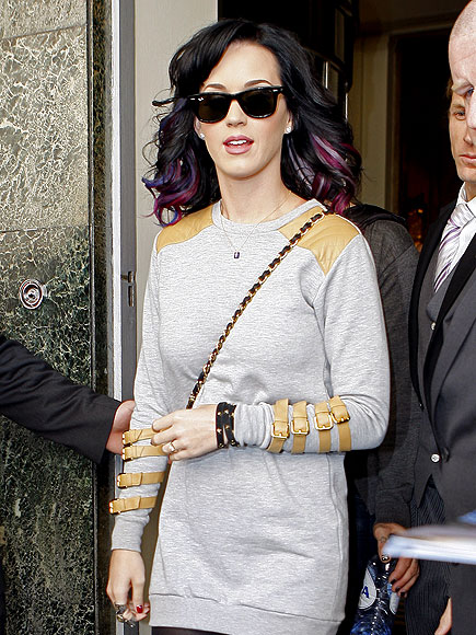 BUCKLING DOWN photo | Katy Perry