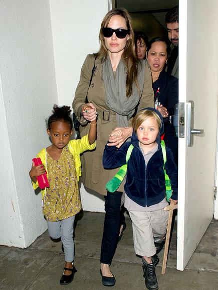 TRAVELIN' TRIO photo | Angelina Jolie