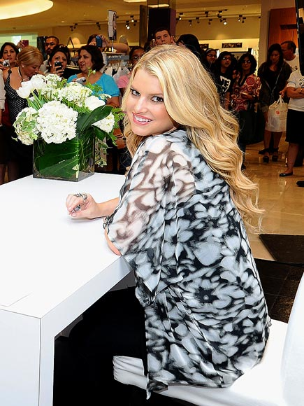 WHAT&#39;S IN STORE photo | Jessica Simpson