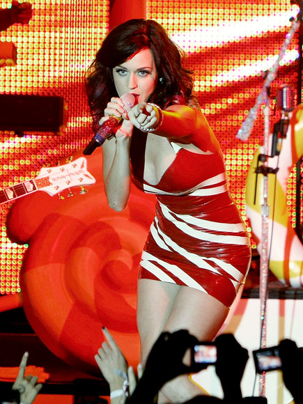 CROWD PLEASER photo | Katy Perry