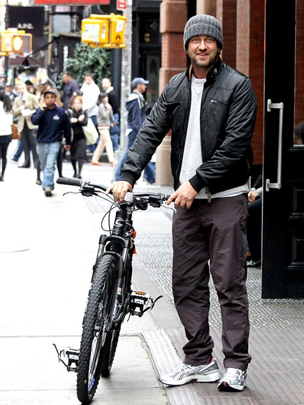 KEEPIN' IT WHEEL photo | Gerard Butler