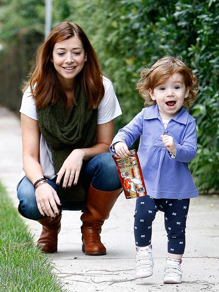 LITTLE TRAVELER photo | Alyson Hannigan
