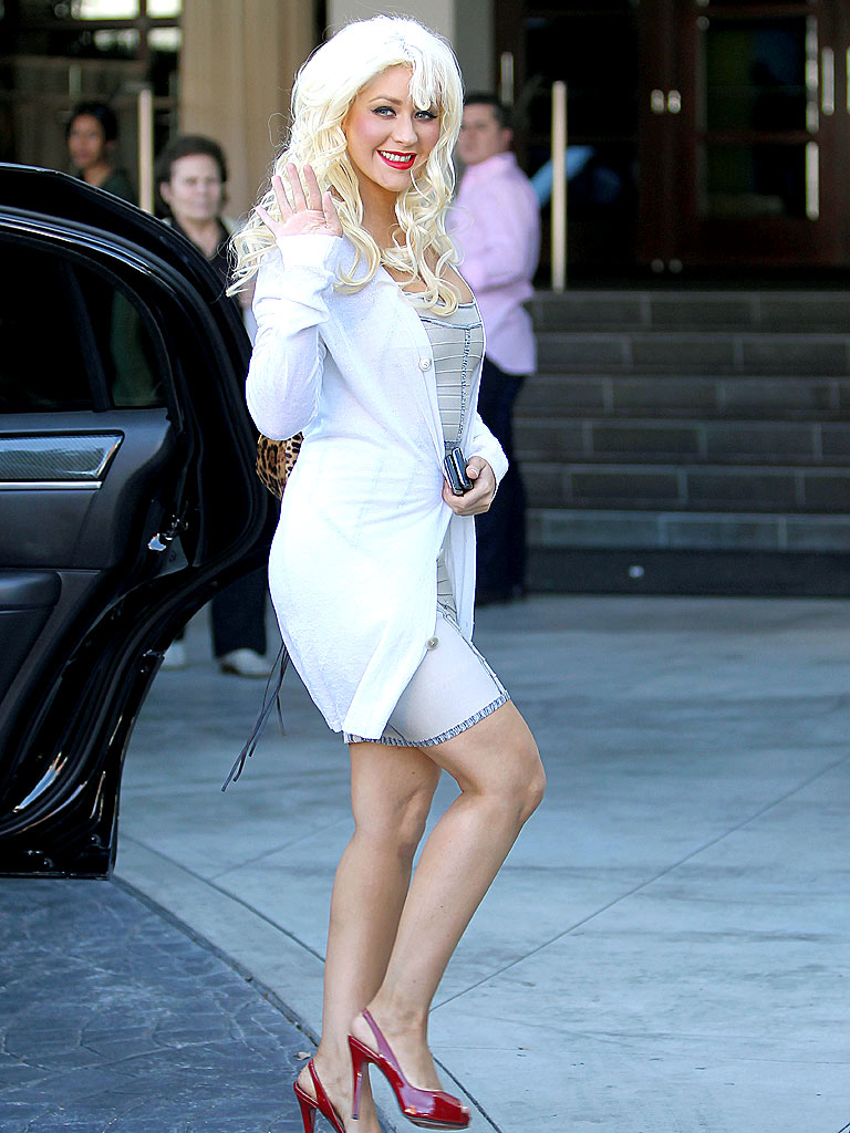 WHITE QUEEN photo   Christina Aguilera