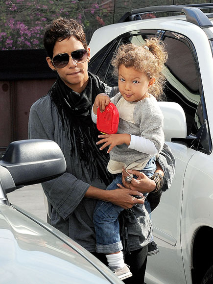 BUNDLE OF JOY   photo | Halle Berry