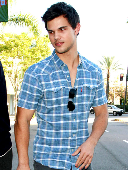 ALL PLAID OUT photo | Taylor Lautner
