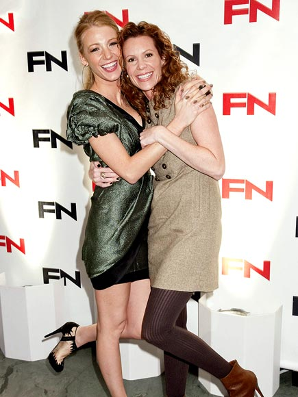 TOP THAT! photo | Blake Lively, Robyn Lively