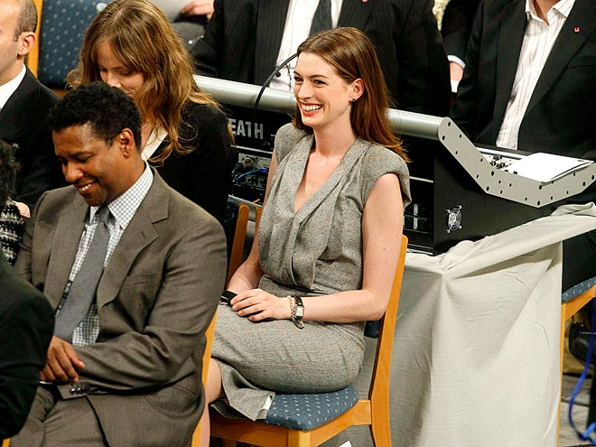 LAUGH FEST photo | Anne Hathaway