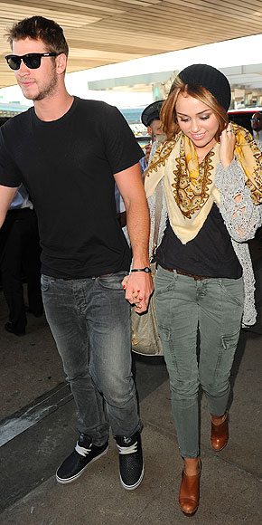 MILEY CYRUS & LIAM HEMSWORTH photo | Miley Cyrus