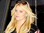 Stars' Airport Style | Jessica Simpson