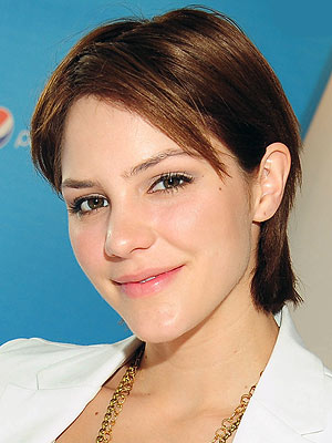 It's Back to Brunette for Katharine McPhee – Style News