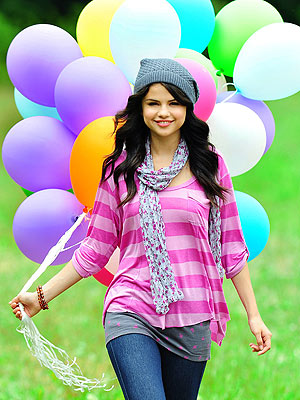 selena gomez style 2010. Selena Gomez#39;s Colorful and