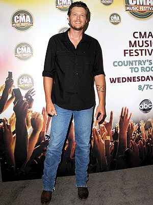 Blake Shelton Jokes About His CMA Awards Style