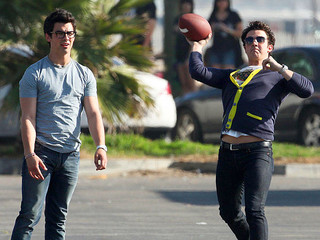 THE LONGEST YARD photo | Joe Jonas, Jonas Brothers, Kevin Jonas