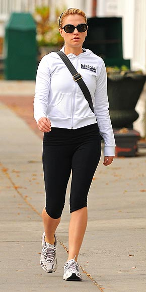 ANNA SWEATS IT OUT photo | Anna Paquin