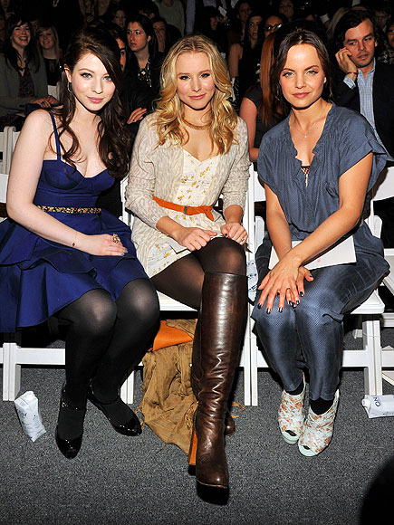 MICHELLE, KRISTEN AND MENA photo | Kristen Bell, Mena Suvari, Michelle Trachtenberg