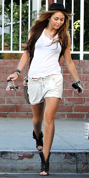 SLOUCHY SHORTS photo | Miley Cyrus