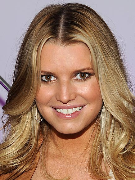 FALSE-LASH LASHING photo | Jessica Simpson
