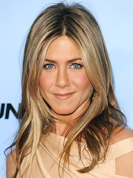 JENNIFER'S SUN-KISSED BEAUTY photo | Jennifer Aniston