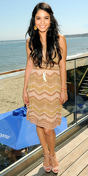 Even her hair was beach perfection. This outfit is undeniably California