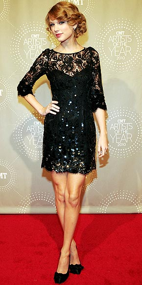 taylor swift dress people. Taylor Swift in a black lace