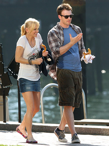 ANNA FARIS &#38; CHRIS EVANS photo | Anna Faris
